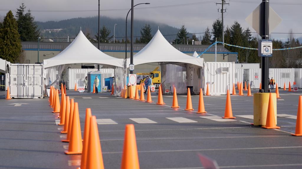 Hittegolf blijft COVID-19-vaccinklinieken in Metro Vancouver beïnvloeden