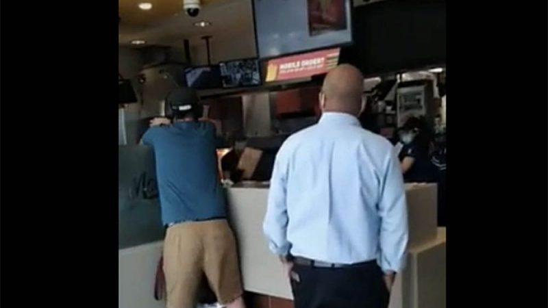 De rage van fastfood: een man gearresteerd na het omgooien van een Richmond McDonald's
