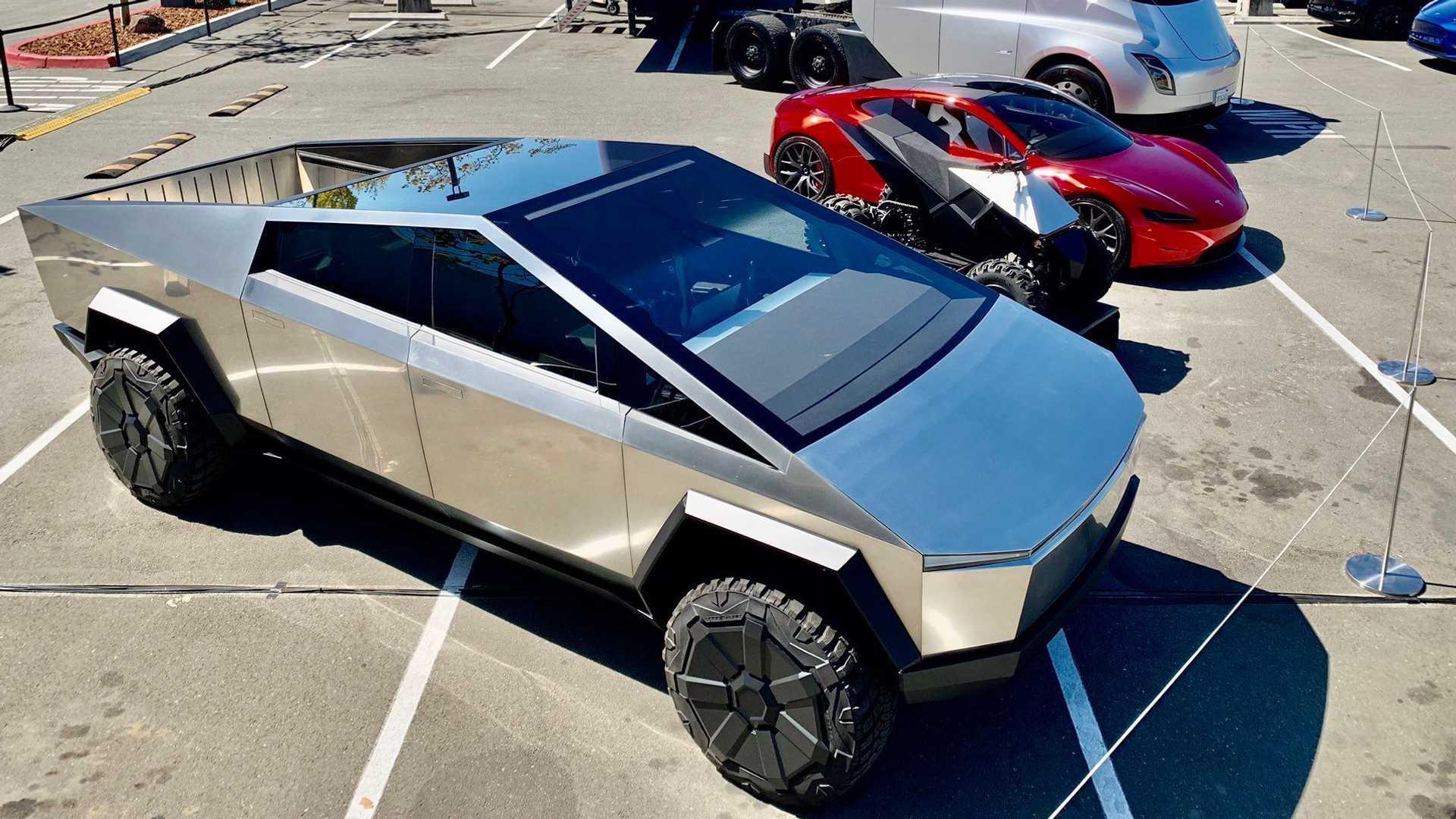 Elon Musk bevestigt achterwielbesturing in Tesla Cybertruck