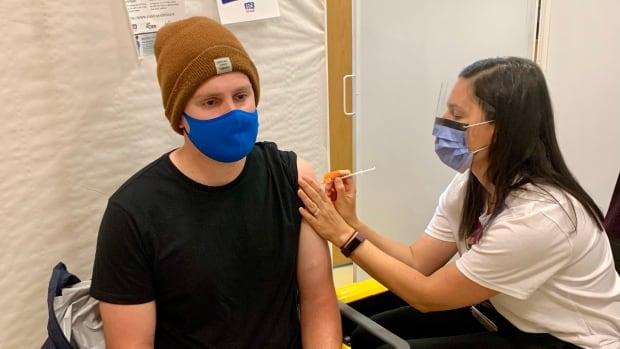 NB COVID-19-rapport: bijna de helft van de in aanmerking komende inwoners van de provincie heeft twee doses vaccin