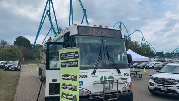 Ontario zet twee GO-bussen om in mobiele klinieken in een nieuwe poging om de opname van vaccins te vergroten
