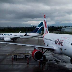 Meer reizen in de zomer heeft ertoe geleid dat WestJet en Air Canada vrijwilligerswerk hebben gevraagd