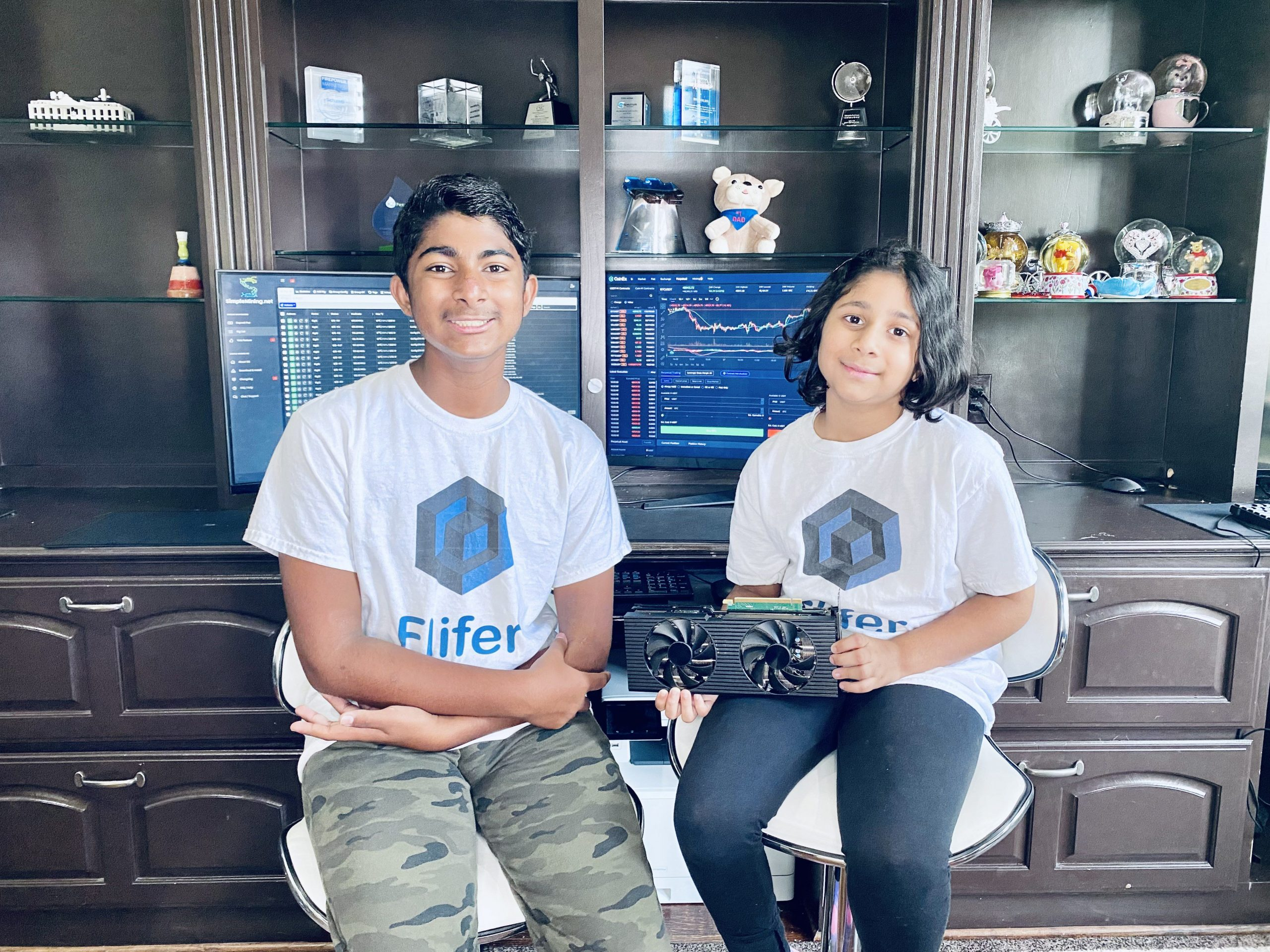 Hoe een tiener en zijn zus $ 35.000 per maand verdienen door bitcoin te minen