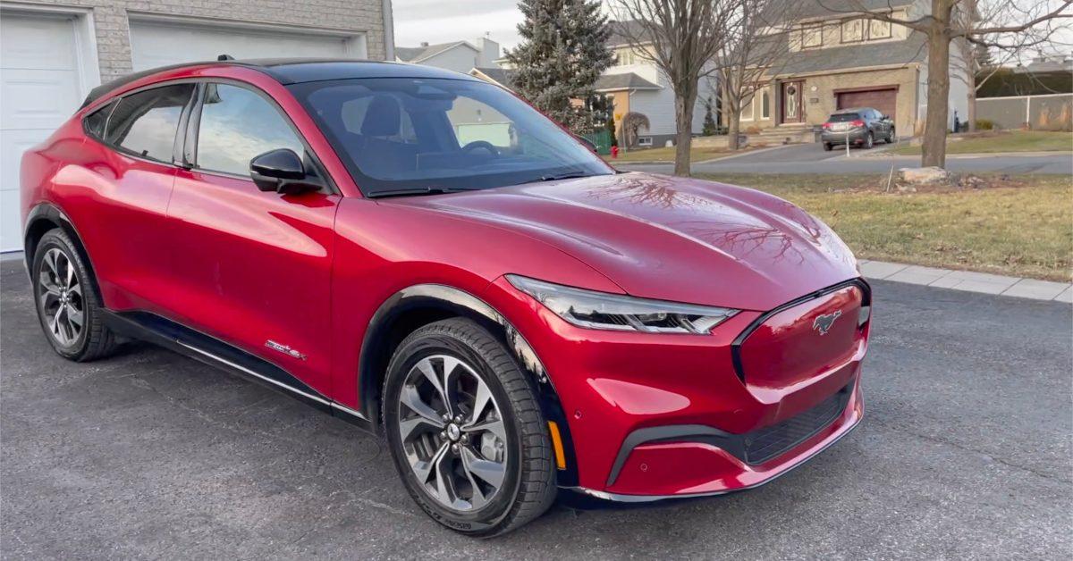 Ford roept Mach-E Mustang terug vanwege risico op vallend glazen dak nadat hij Tesla bespotte voor hetzelfde probleem