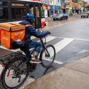 Uber-chauffeurs en uitzendkrachten dringen bij de regering van Ontario aan op werknemersstatus
