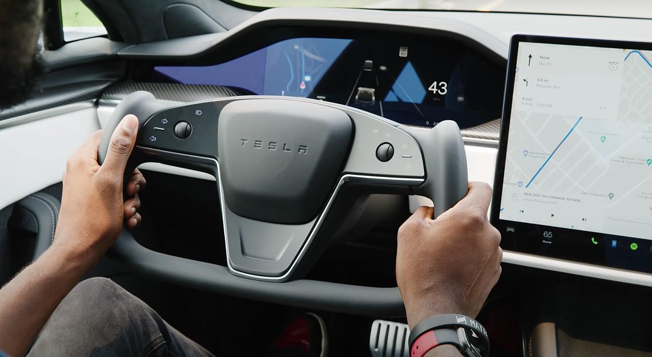 Controversiële Tesla Model S geruite stuurjuk verslaat critici