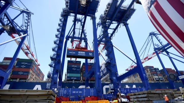 De kritieke haven van Los Angeles is 24/7 actief terwijl de VS ernaar streeft om verstoringen van de toeleveringsketen te verlichten