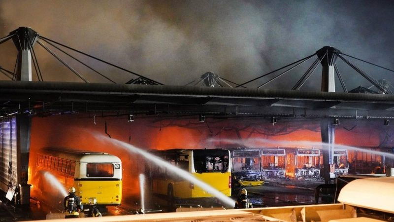 Duitse veiligheidsfunctionaris vertelt RT dat brandgevaar elektrische auto 'niet volledig is aangepakt' – RT World News