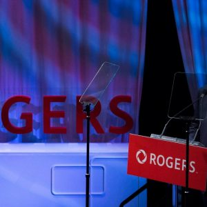 Martha Rogers roept Edward op om af te treden in een reeks tweets